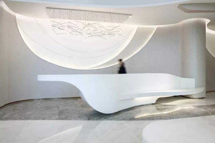 一个让你仿若穿越时空的科技展厅,展示未来生活形态插图